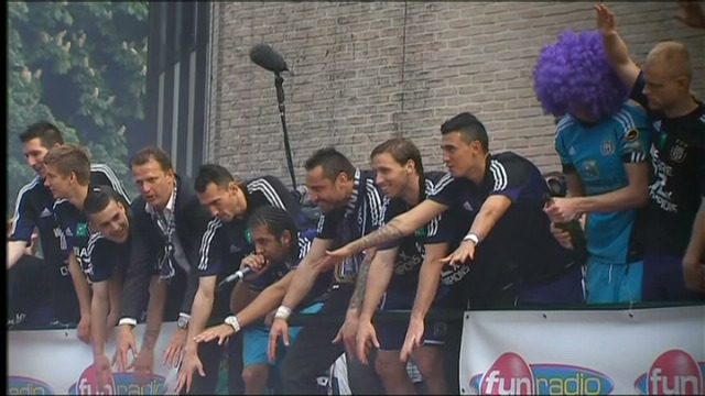 Het zangtalent van de Anderlecht-spelers en coach