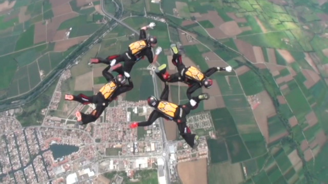 [VIDEO] - Belgian sky divers among world's best