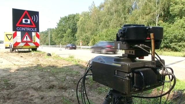 比利时警方加强公路修路路段的行车超速检查