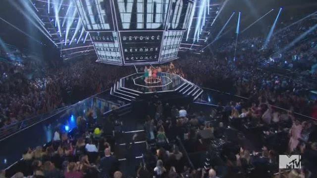 Beyoncé kroont zich tot koningin van MTV Awards