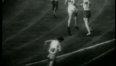 Jesse Owens zet Hitler een neus met 4 keer goud in Berlijn