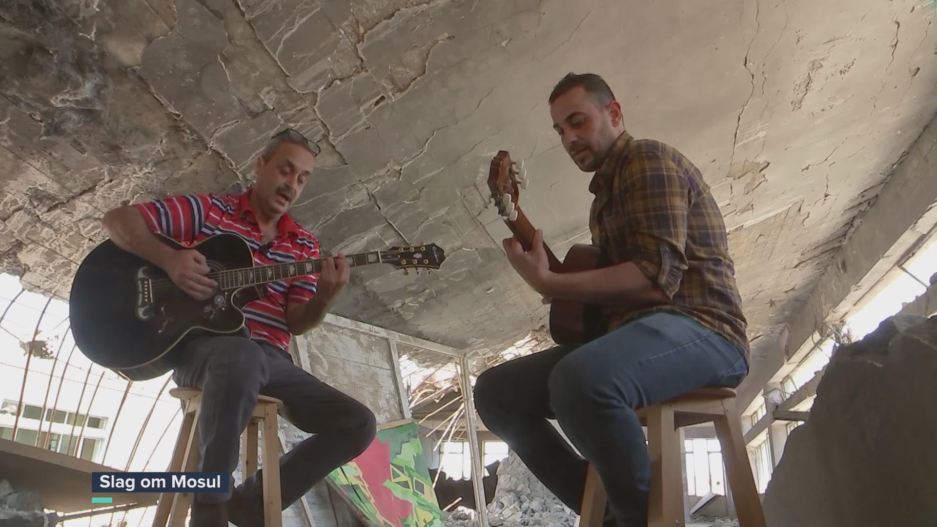 """Kippenvelmoment voor Rudi Vranckx: """"Imagine"""" tussen het puin van Mosul"""